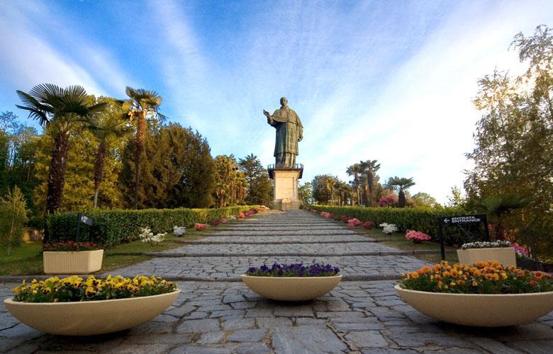 Statua San Carlo Arona_Foto Studio RDS.jpg